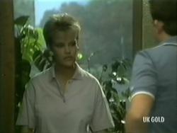 Daphne Clarke, Des Clarke in Neighbours Episode 0185