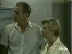 Jim Robinson, Helen Daniels in Neighbours Episode 0186