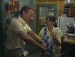 Jim Robinson, Zoe Davis in Neighbours Episode 0188