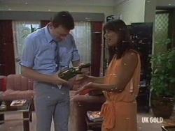 Des Clarke, Zoe Davis in Neighbours Episode 0189