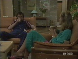 Max Ramsay, Beth Travers in Neighbours Episode 0190