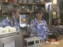 Daphne Lawrence, Zoe Davis in Neighbours Episode 0192