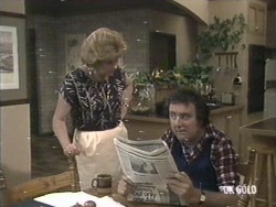 Madge Mitchell, Max Ramsay in Neighbours Episode 0192