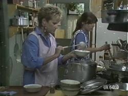 Daphne Lawrence, Zoe Davis in Neighbours Episode 0197