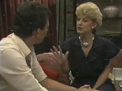 Des Clarke, Rosemary Daniels in Neighbours Episode 0198