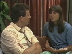 Des Clarke, Zoe Davis in Neighbours Episode 0198