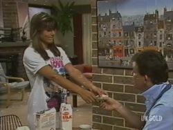 Zoe Davis, Des Clarke in Neighbours Episode 0199