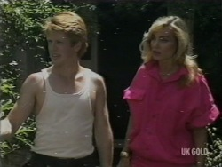 Clive Gibbons, Beth Travers in Neighbours Episode 0200