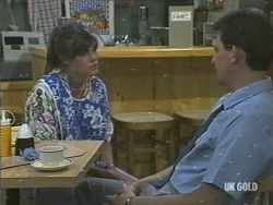 Zoe Davis, Des Clarke in Neighbours Episode 0201