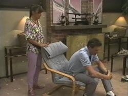 Zoe Davis, Des Clarke in Neighbours Episode 0202