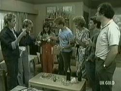 Shane Ramsay, Daphne Clarke, Zoe Davis, Clive Gibbons, Madge Bishop, Danny Ramsay, Max Ramsay in Neighbours Episode 0206
