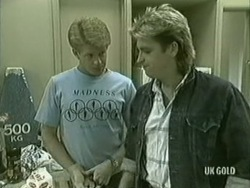 Clive Gibbons, Shane Ramsay in Neighbours Episode 0206