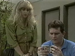 Jane Harris, Des Clarke in Neighbours Episode 0942