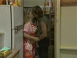 Sharon Davies, Skinner in Neighbours Episode 0942