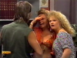 Skinner, Bronwyn Davies, Sharon Davies in Neighbours Episode 0943
