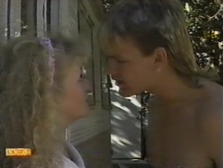 Sharon Davies, Skinner in Neighbours Episode 0943