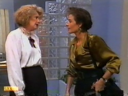 Madge Bishop, Gail Robinson in Neighbours Episode 0945