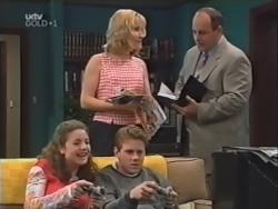 Hannah Martin, Ruth Wilkinson, Lance Wilkinson, Philip Martin in Neighbours Episode 3149