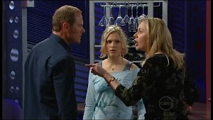 Max Hoyland, Janae Timmins, Janelle Timmins in Neighbours Episode 4900