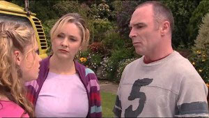 Janae Timmins, Janelle Timmins, Kim Timmins in Neighbours Episode 4901