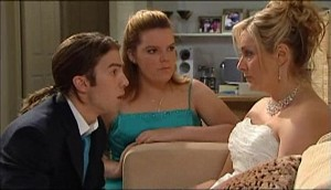 Dylan Timmins, Bree Timmins, Janelle Timmins in Neighbours Episode 4979