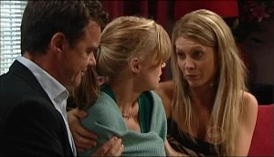 Paul Robinson, Elle Robinson, Izzy Hoyland in Neighbours Episode 4983