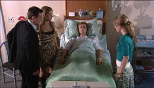 Paul Robinson, Izzy Hoyland, Robert Robinson, Elle Robinson in Neighbours Episode 4983