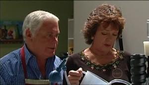 Lou Carpenter, Mishka Schneiderova in Neighbours Episode 4984