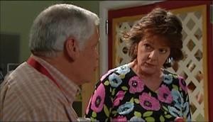 Lou Carpenter, Mishka Schneiderova in Neighbours Episode 4985