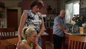 Mishka Schneiderova, Sky Mangel, Lou Carpenter in Neighbours Episode 4986