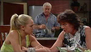 Sky Mangel, Lou Carpenter, Mishka Schneiderova in Neighbours Episode 4987