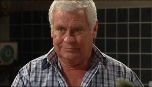 Lou Carpenter in Neighbours Episode 4987