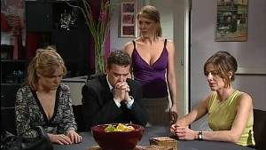 Elle Robinson, Paul Robinson, Izzy Hoyland, Gail Robinson in Neighbours Episode 4988