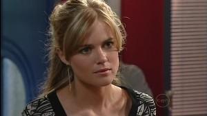 Elle Robinson in Neighbours Episode 4988