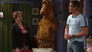 Lyn Scully, Karl Kennedy, Ned Parker in Neighbours Episode 4988