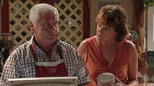 Lou Carpenter, Mishka Schneiderova in Neighbours Episode 4991