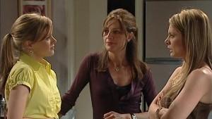 Elle Robinson, Gail Robinson, Izzy Hoyland in Neighbours Episode 4992