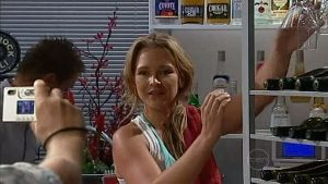 Steph Scully in Neighbours Episode 4994
