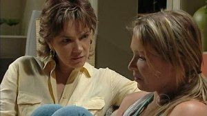 Lyn Scully, Steph Scully in Neighbours Episode 4994