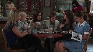 Steph Scully, Charlie Hoyland, Rebecca Napier, Susan Kennedy, Libby Kennedy, Rachel Kinski in Neighbours Episode 5569