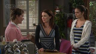 Susan Kennedy, Libby Kennedy, Rachel Kinski in Neighbours Episode 5577