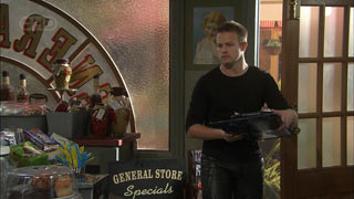 Delivery Man in Neighbours Episode 5590