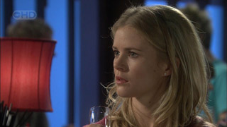 Elle Robinson in Neighbours Episode 5591