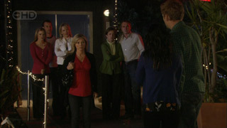 Elle Robinson, Lucas Fitzgerald, Steph Scully, Samantha Fitzgerald, Susan Kennedy, Karl Kennedy, Libby Kennedy, Dan Fitzgerald in Neighbours Episode 5592