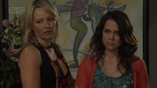 Steph Scully, Libby Kennedy in Neighbours Episode 5592
