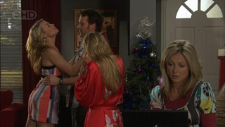 Donna Freedman, Lucas Fitzgerald, Elle Robinson, Samantha Fitzgerald in Neighbours Episode 5602