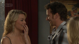 Donna Freedman, Lucas Fitzgerald in Neighbours Episode 5602