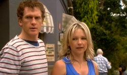Greg Michaels, Steph Scully in Neighbours Episode 5618