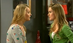 Donna Freedman, Elle Robinson in Neighbours Episode 5618