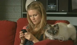 Elle Robinson, Cat in Neighbours Episode 5619